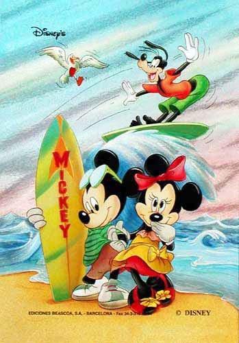 Mickey Maus und Minni Maus beim Surfen