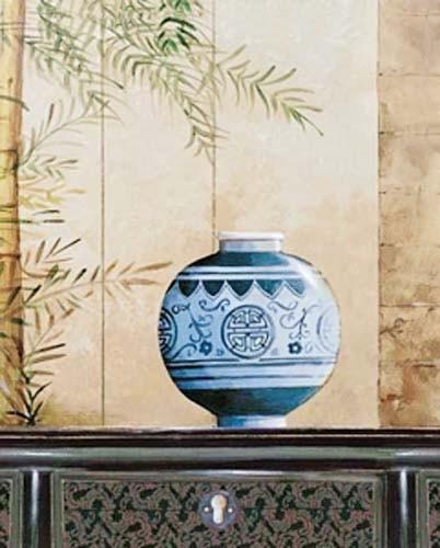 Stilleben, Vase mit blauen Ornamenten