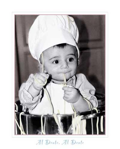 Junge beim Spaghetti-Kochen Kunstdruck