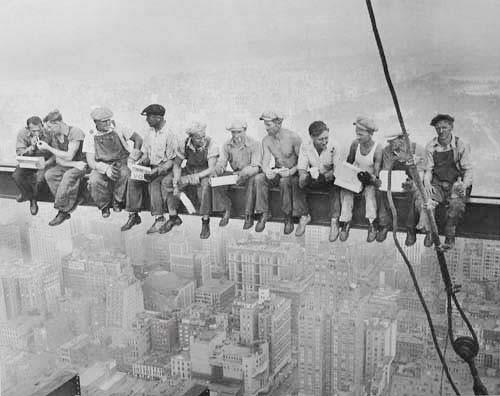 New York, Bauarbeiter essen auf Stahlträger, Kunstdruck 70x100