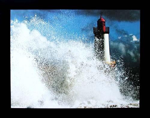 Leuchtturm und Welle